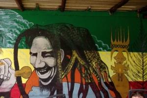 Chanteur Kanak incarnant Bob Marley
