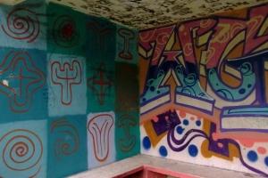 Guérite peinte, vers Tuho, côte Est