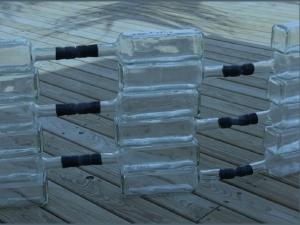 Alexandre DA CUNHA, Habitation Outre-Mer, 2007 bouteilles de rhum Saint-James 70cl, caoutchouc 360 x 42 cm