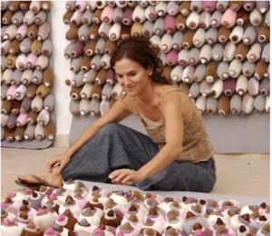 Raquel Païewonsky en cours d'installation