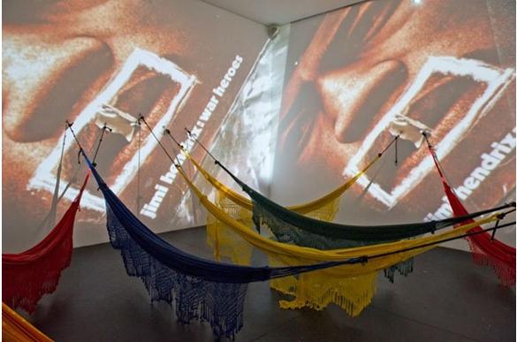 COSMOCOCA CC 5 Hendrix-War, Helio Oiticia & Neville Almeida, création 1973, réalisation Inhotim, 2010