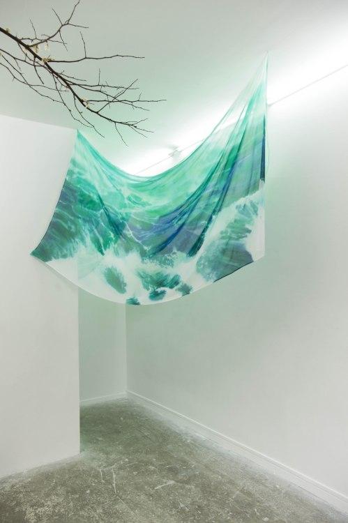 Jérémie Paul, ÉcumeV, peinture sur soie, 240 x 140 cm, 2015 (détail)