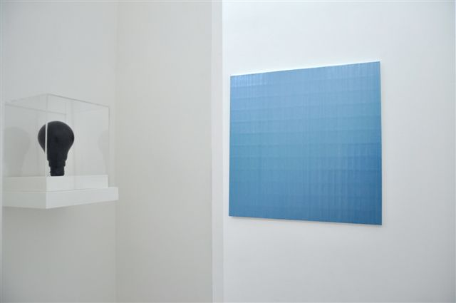 Sébastien Mehal Center Acryique sur toile 100 X 100 cm 2016 et Hz 2015 18 cm (hauteur) 2015 Courtesy Maëlle Galerie