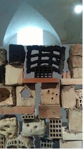 Miguel Barcelo Grand mur de têtes, briques, Musée Picasso, mars-aout 2016