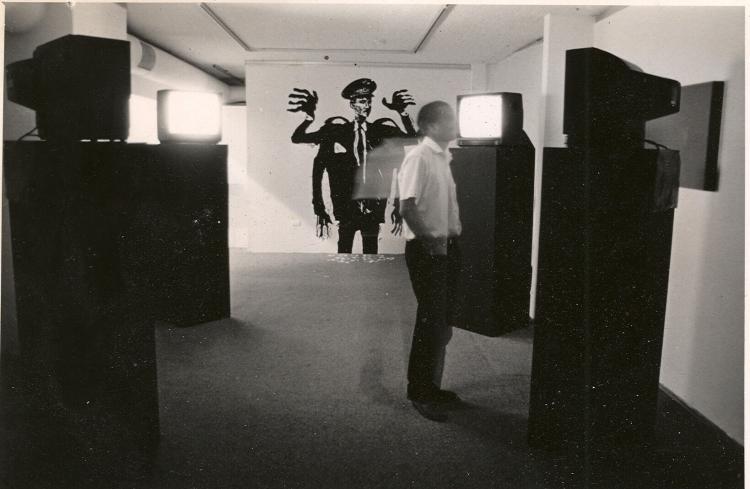 ©Christopher Cozier, l'artiste dans l'installation, Trinidad, TT, 1994