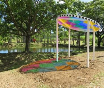 Daniel Buren l'attrape – soleil aux quatre couleurs