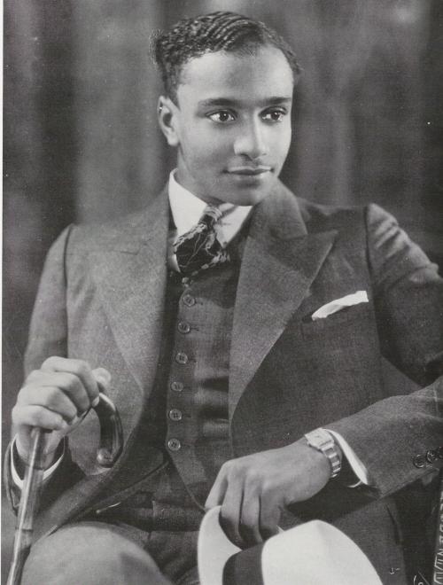 james-van-der-zee-jeune-homme-a-la-montre-the-schomburg-center-for-research-in-black-culture