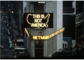 43 Alfredo Jaar A logo fo( America Times Square New - York 1987