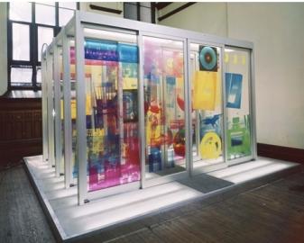 RAUSCHENBERG Robert Rauschenberg Solstice, 1968, pièce lumineuse constituée d'une succession de 5 paires de portes automatiques éclairées par-dessus et dessous et recouvertes d'images sérigraphiées sur les panneaux en plexiglas, 304.8 × 436.9 × 436.9 cm, Osaka, National Museum of Art,