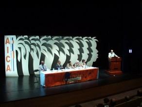 Congrès de l'Aica International à Barbade et en Martinique 2003 Overture à Tropiques Atrium- Fond de scène : création Claude Cauquil