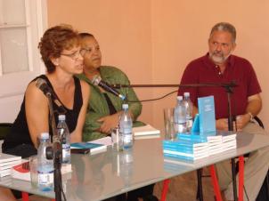 Présentation au Centre Wifredo Lam pendant la Biennale de La Havane de Curating in the Caribbean, ouvrage collectif, ,initié et coordonné par Barbade 2012