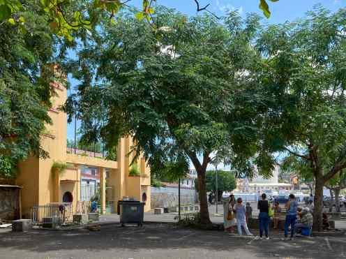 Entretiens sur l'art et la culture - Porte du Tricentenaire et freque Khokho,, dimanche 18 octobre 2020, Place José Marti à Fort de France. Photos JB Baret, courtoisie de l'artiste.